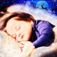 julebillede-barn-sover-julemand-med-rensdyr i baggrund