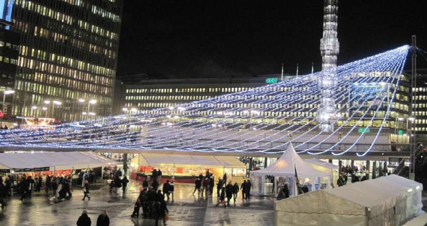 Tag på julemarked i Stockholm
